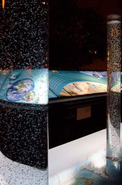 Installation Plastic Ocean von Fred George und Marguerite Donlon, Gestaltung Infoboard