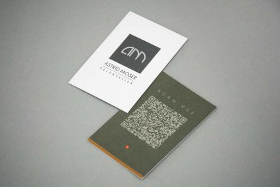 Astrid Moser Pelze, kleine Karte mit QR-Code